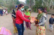 'रुद्रपुर राइजिंग फाउंडेशन' की महिला इकाई ने ज़रूरतबंदोको बाटे कम्बल!