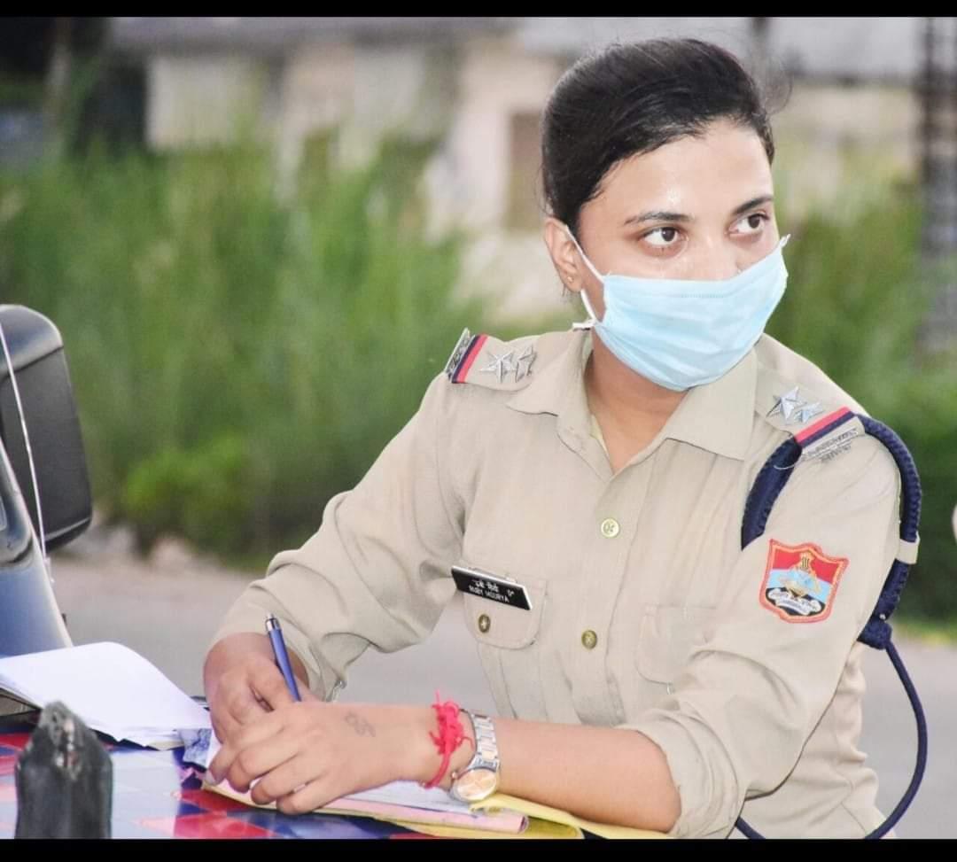 अब महिला चौकी प्रभारी रूबी मौर्य भी नशे के सौदागरों के खिलाफ एक्शन में आई